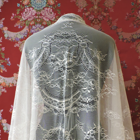 Mantilla marfil. Chantilly