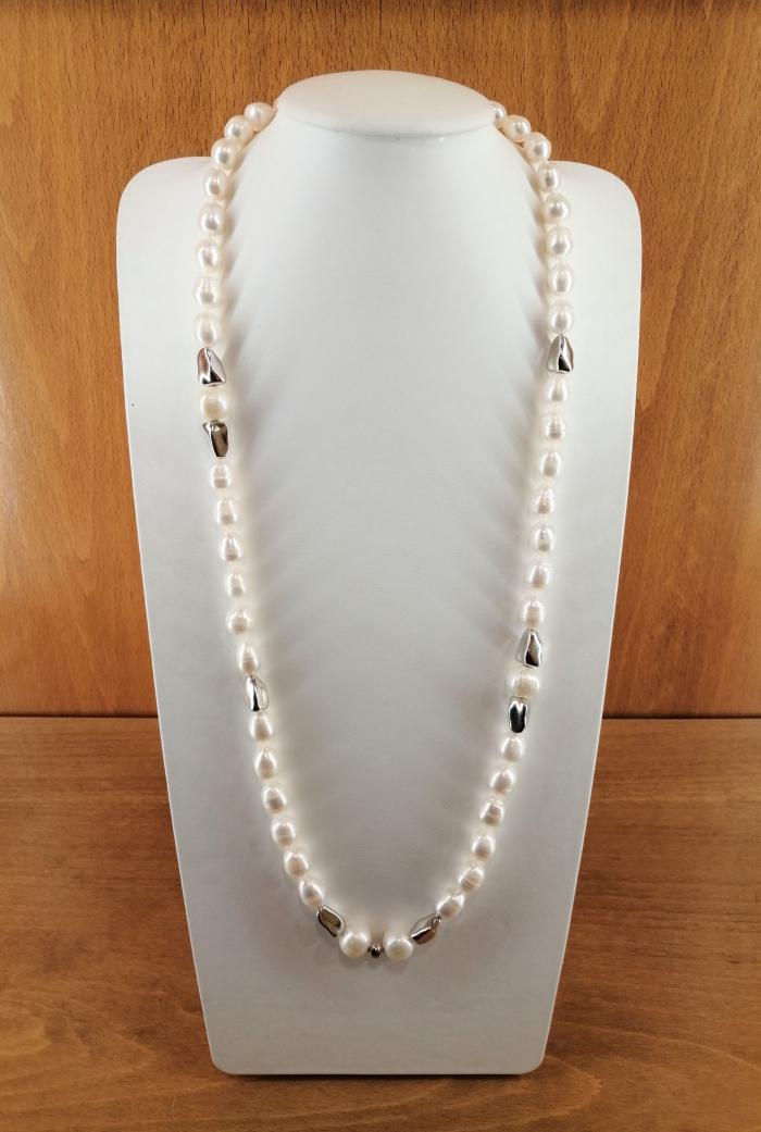 Collar de perlas cultivadas barril de 10-13mm, con entrepiezas y cierre en plata de ley rodiada.