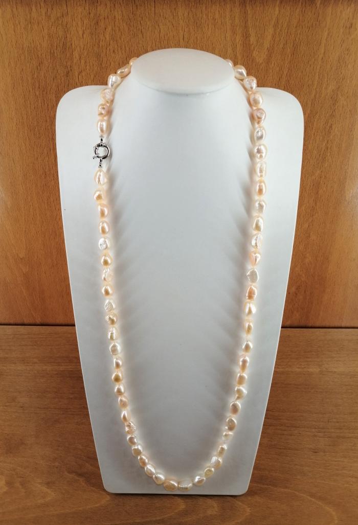 Collar de perlas cultivadas barrocas de 10-13mm, con cierre en plata rodiada.