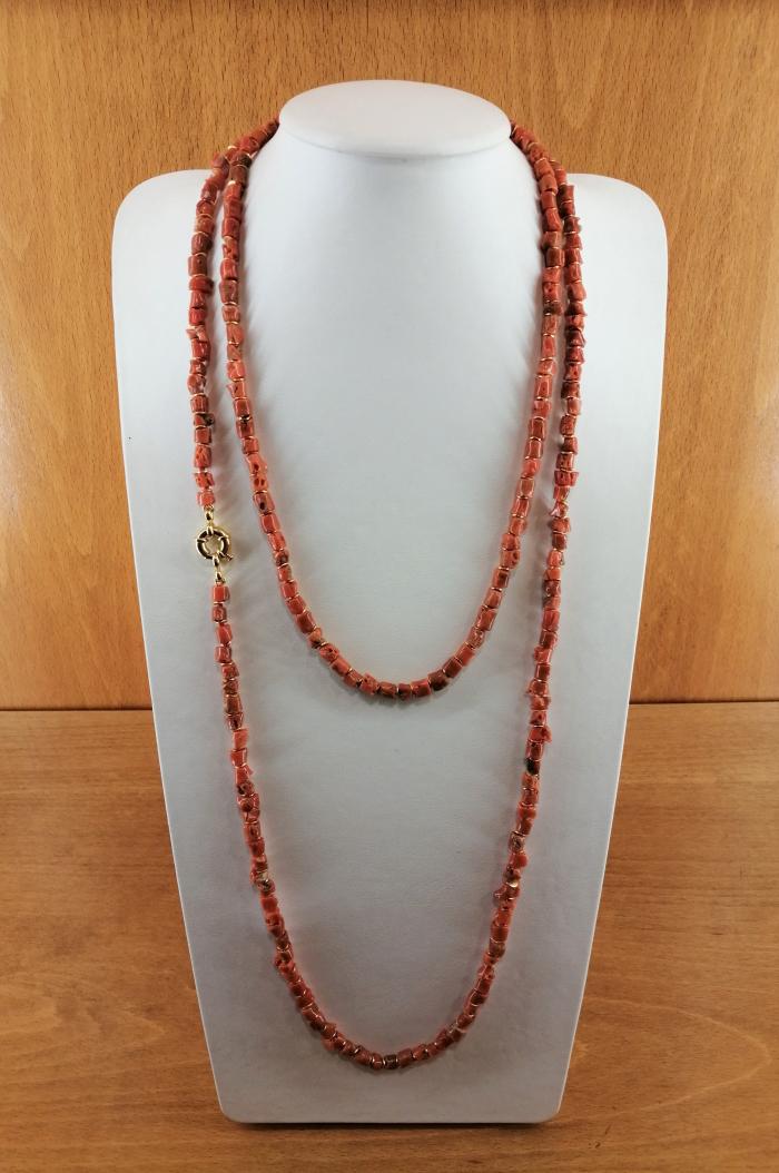 Collar de coral del mediterráneo de 4,5-6mm, con entrepiezas doradas y cierre en plata de ley con baño de oro